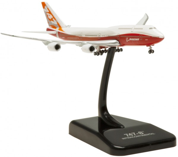 """BOEING 747-8 House Color """"ROLLOUT LIVERY"""" N6067E Scale 1:1000"""