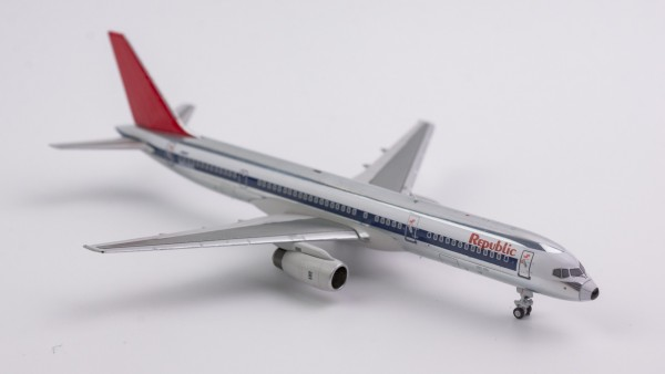 """Boeing 757-200 Republic Airlines """"NW scheme; polished; red tail"""" N604RC Scale 1/400"""