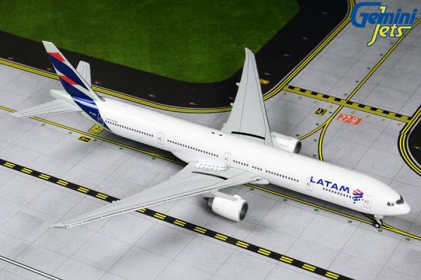 Boeing 777-300ER LATAM PT-MUI Scale 1/400