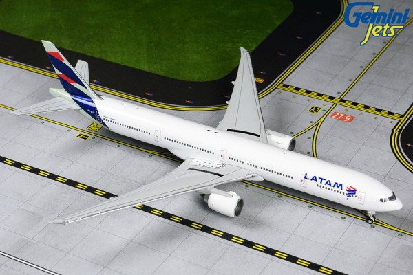 Boeing 777-300ER LATAM Scale 1/400