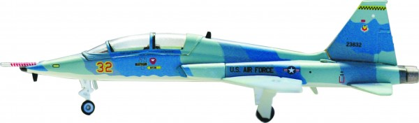 Northrop T-38A Talon USAF 64th FWS (Aggressors), Nellis AFB, NV Red 32 (Grape scheme) Scale 1/200