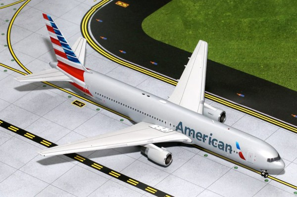 Boeing 767-300 American Airlines Scale 1/200