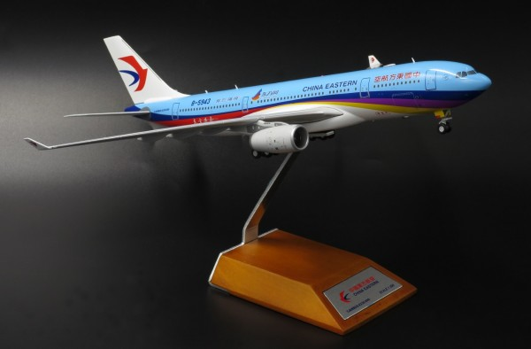 """Airbus A330-200 China Eastern Airlines """"Eastday.com"""" B-5943 Scale 1/200"""