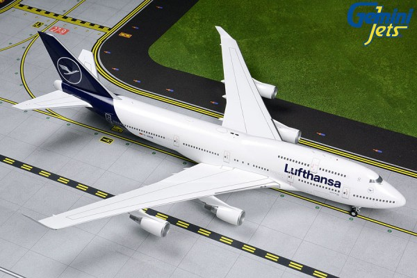 Boeing 747-400 Lufthansa NEW LIVERY Scale 1:200 w/Gear