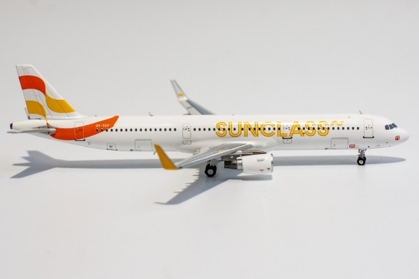 Airbus A321-200 Sunclass Airlines OY-TCF Scale 1/400