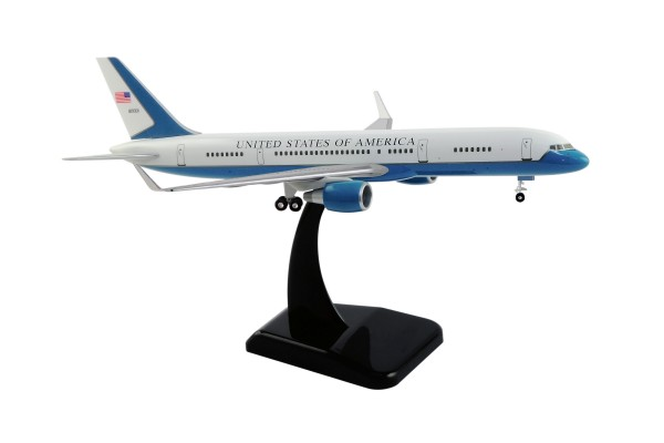 Boeing 757-200WW US Air Force (C-32A) 80001 Scale 1:200